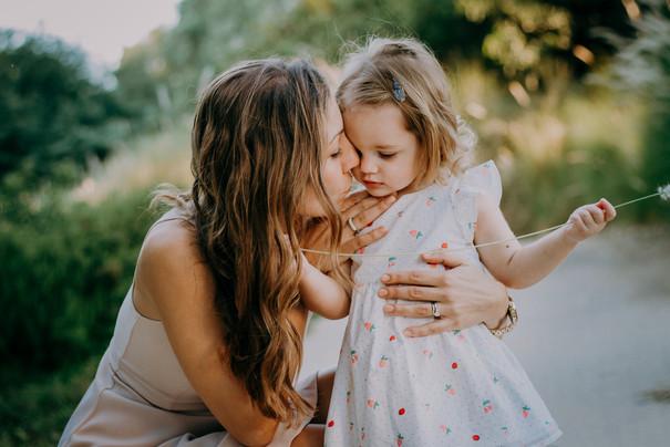 mother and daughter portrait tel aviv