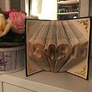 подарок на годовщину, скльптура из книги