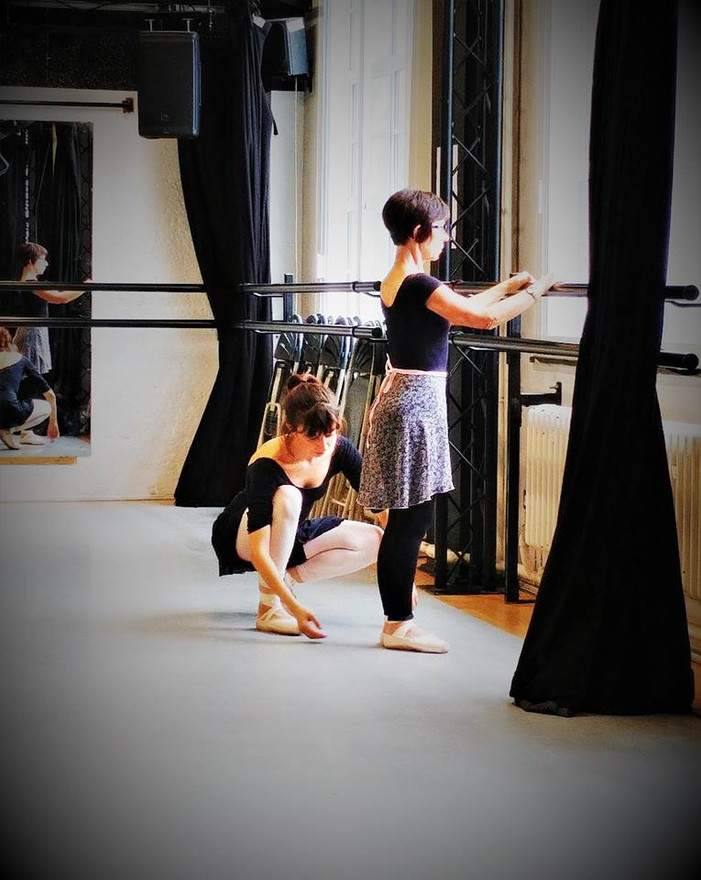 Ioanna teaching Pointe work - Arts Ed
