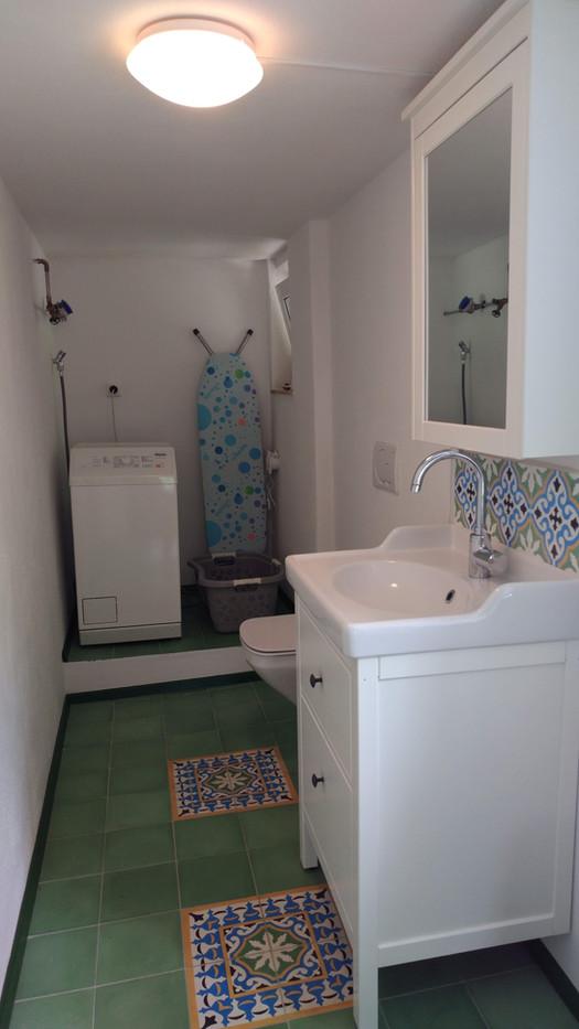 Gästetoilette mit Waschmaschine
