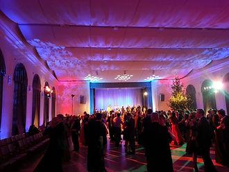 gaismas kāzām