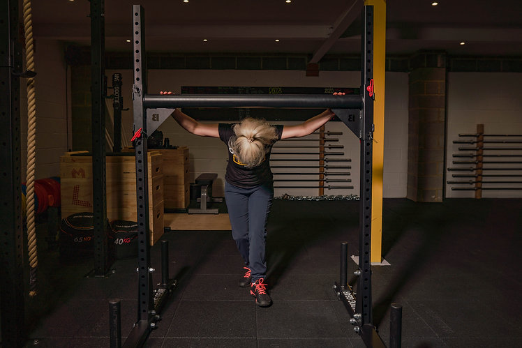Lady lifting weights