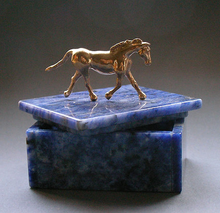 Pipers Voyage Bronze on Blue Agate box