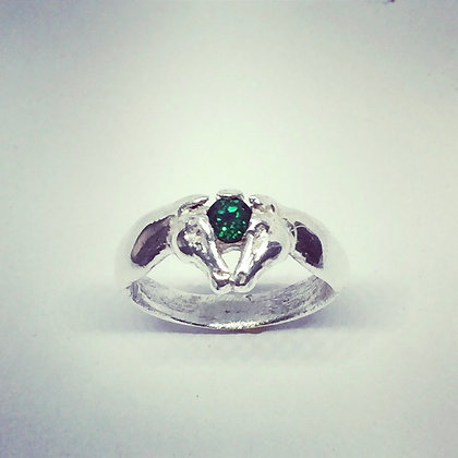 Horse Kiss ring with green emerald