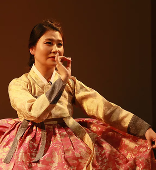 STORYTELLER WHO TELLS ABOUT KIMCHI MAKING IN ENGLISH