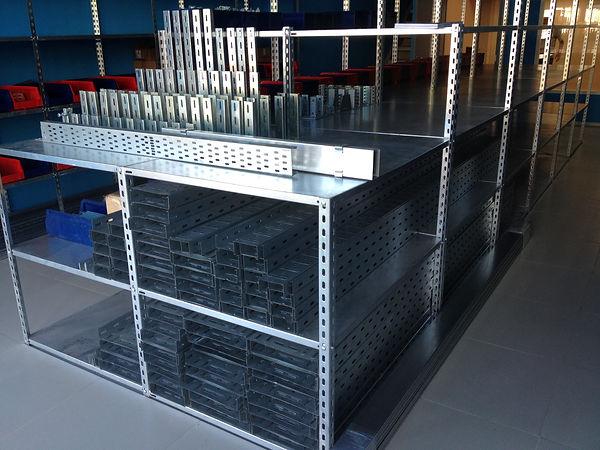 Стеллаж стальной для хранения товара на складе или в магазине