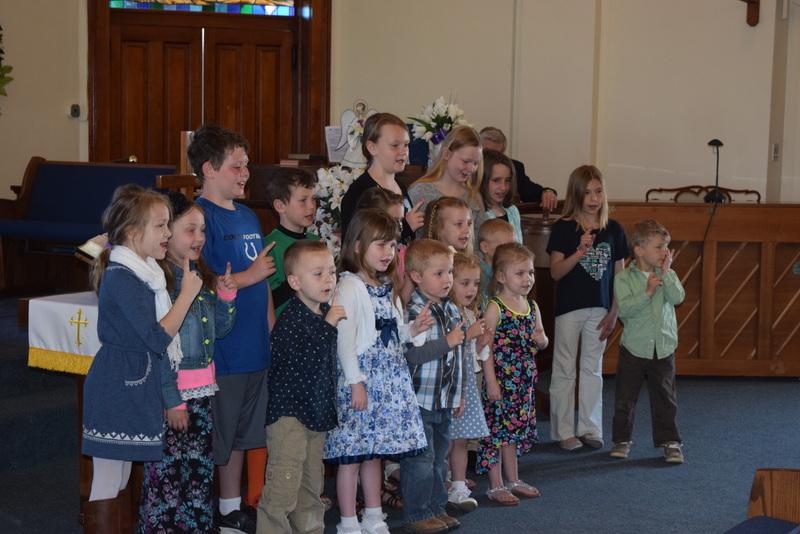 Children singing for Ginger