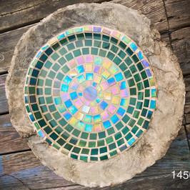 Betongskål med mosaik