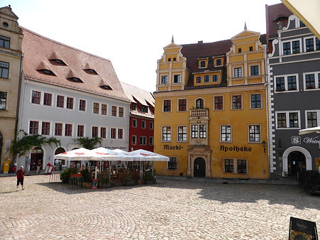 marketplace-356794_1920_edited.jpg
