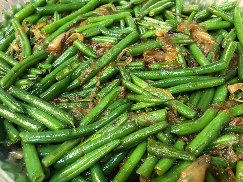 Sautéed green beans with caramelized onions
