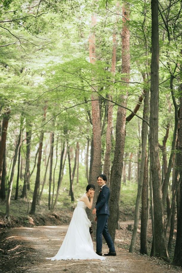 木漏れ日のなかでの結婚式前撮り