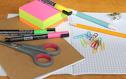 desk-1574669_1920_edited.jpg