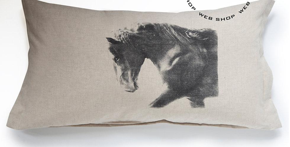 TYYNYNPÄÄLLINEN MUSTA ORI - CUSHION COVER Black Stallion