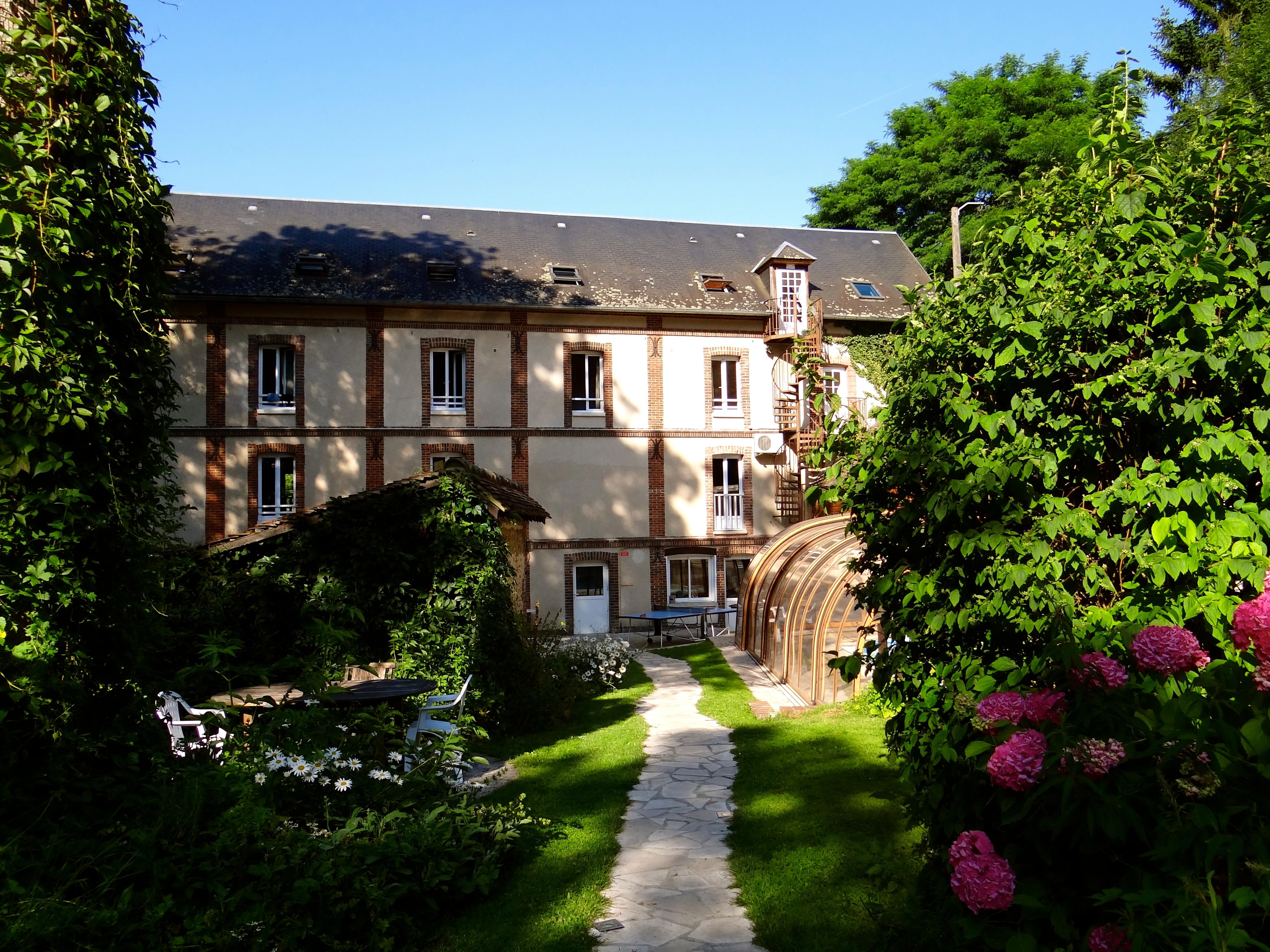 Jardin/facade moulin