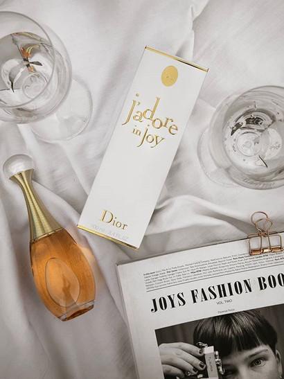 {Joy x Dior}_#ProdottoOffertoDaDior_''J'