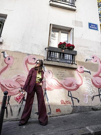 Flamingaling in #paris ._._Wearing _gera