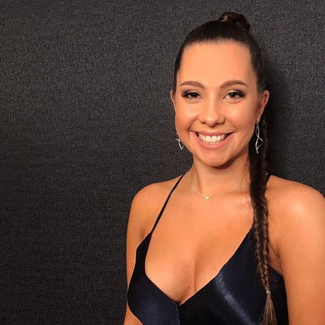 Hannah looking gorgeous before her formal last weekend 💙_-_-_-_-_-_-_-_-_-_#makeupartist #maccosmet