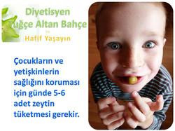 Zeytin Yiyen Çocuk
