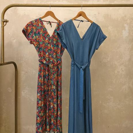 Lua Kleid paislay und blau Bügel Kopie.j