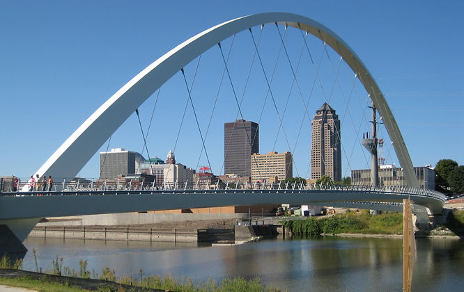 Skyline_downtown_Des_Moines.jpg