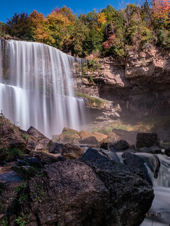 Hamilton, ON: This Renowned Waterfall With Endless Paths Is The Ideal Place To Explore