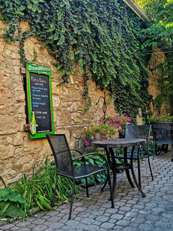 Ancaster, ON: Traitors In 1812 Used To Be Sentenced At This 1800s Stone Pub (Bring Your Dog Tho)