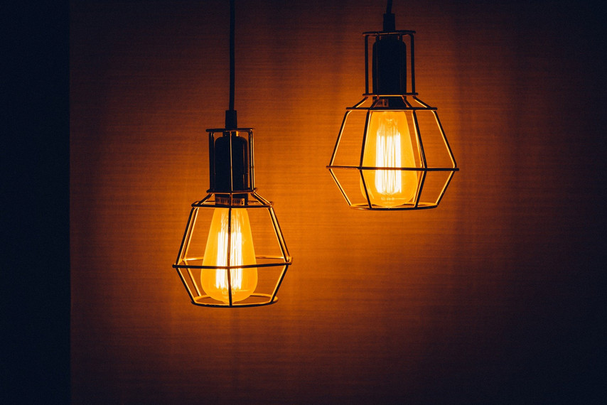 light-bulbs-1603766_1920.jpg