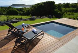 Le deck et la piscine