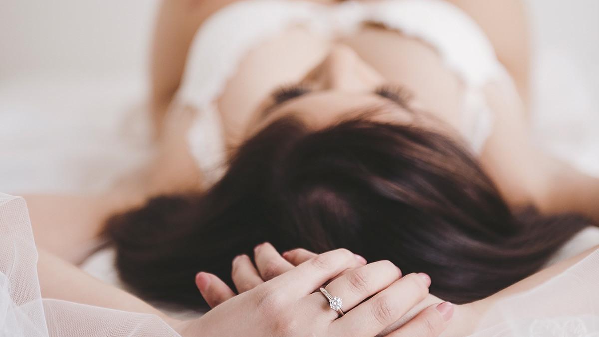 boudoir photography, glamour photography, wedding boudoir, bridal boudoir, wedding lingerie, intimate photography, wedding gift for him