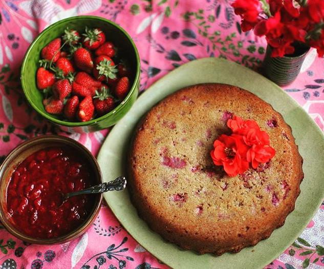 Fresh strawberry cake with strawberry co