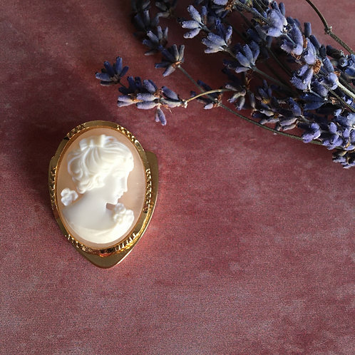 Cameo Scarf Clip Holder