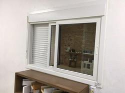 janela de correr com persiana