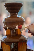 chocolate-fountain-2433975_1920.jpg