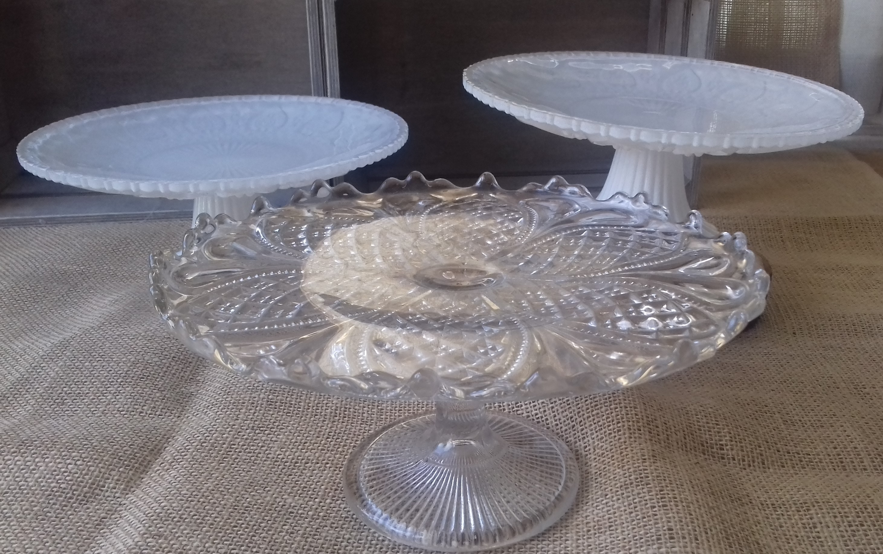 GLASS SINGLE TIER CAKE STANDS