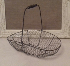 Rustic basket perfect for favours, confetti etc