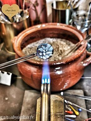 Fabrication artisanale de bijoux en verre par Abyss Glass