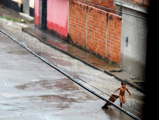 Correndo sobre as águas da rua> Dinserejo