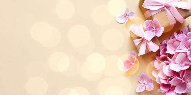 wedding-floral-concept-copy-space_edited