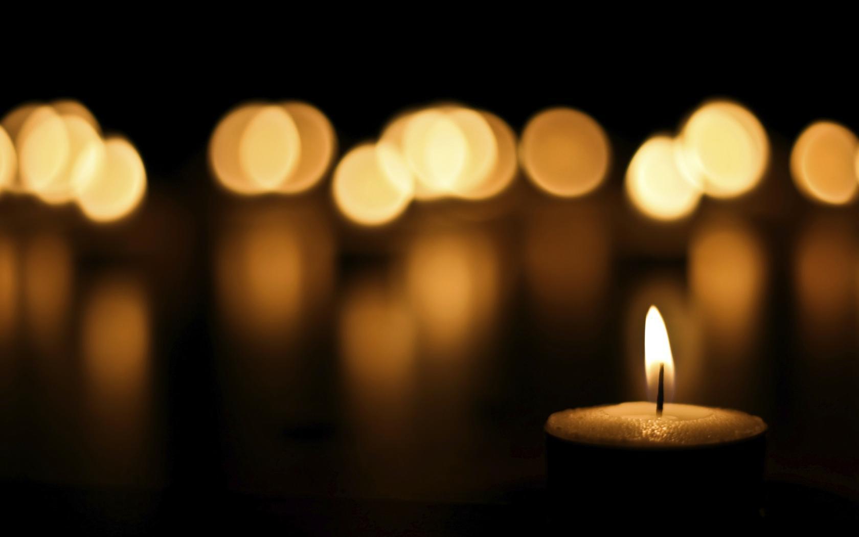 Candle-light-shine-desktop-background-1680x1050