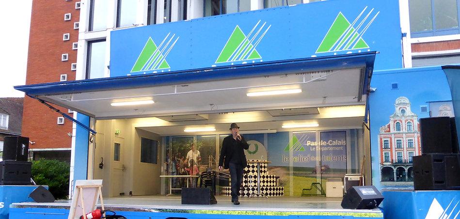 ALAIN LE CHANTEUR en concertsur le podium du Département PAS DE CALAIS