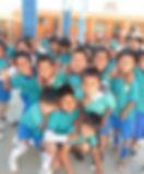 groepsfoto kinderen met atiyshirts.JPG