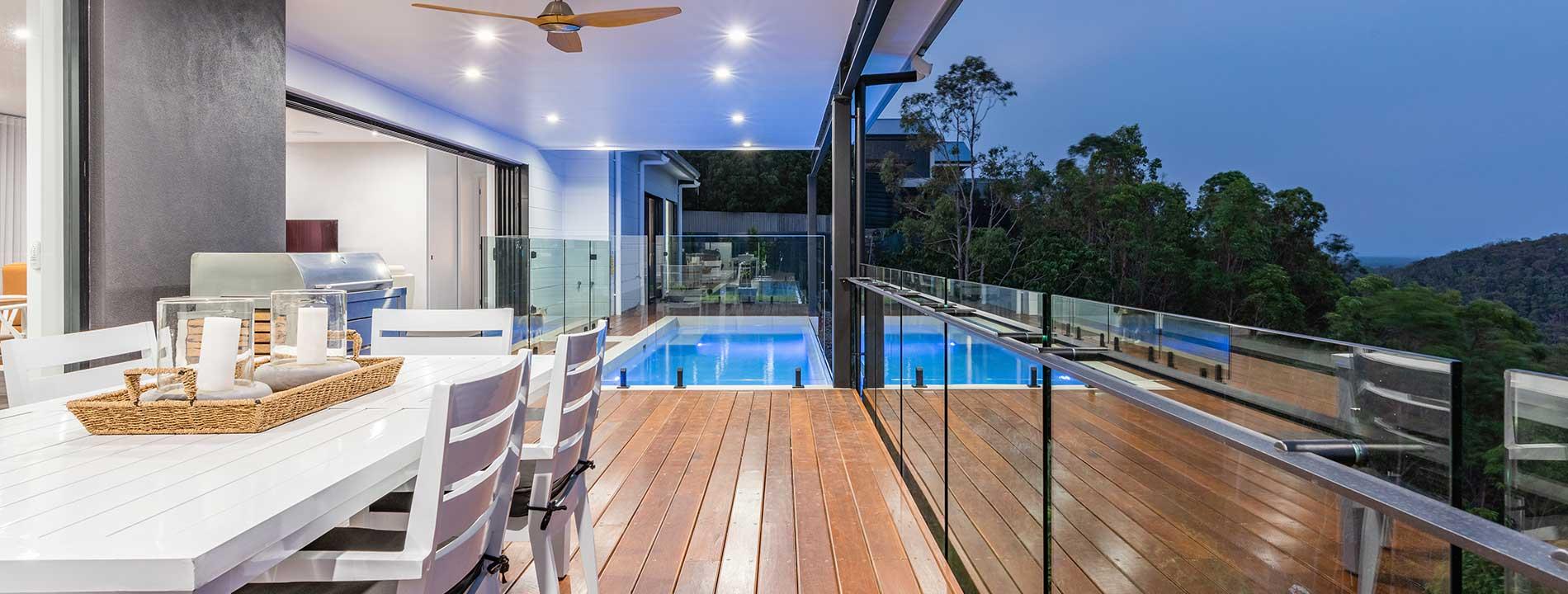 Glass balustrade and rail
