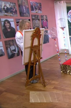 KMS hire gold easel on This Morning