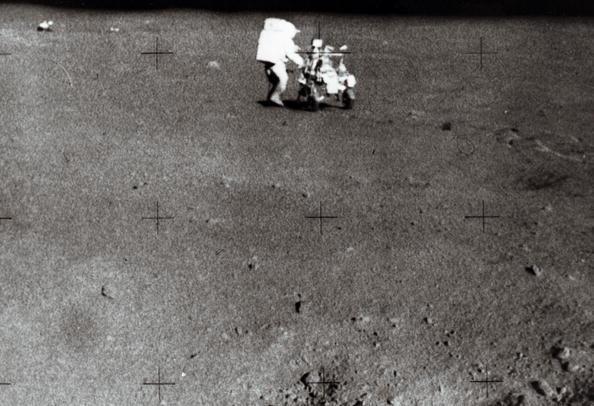 Astronauta Edgar D. Mitchel na missão Apollo 14, em fevereiro de 1971 (AFP/Getty Images)