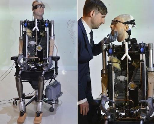 Psicólogo Bertolt Mayer foi usado como modelo do 'homem biônico' (Foto: Toby Melville/Reuters)