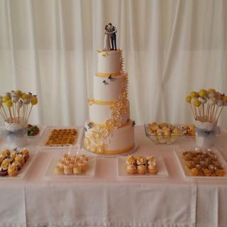 Tarta de boda y mesa de dulces en Benicomprat