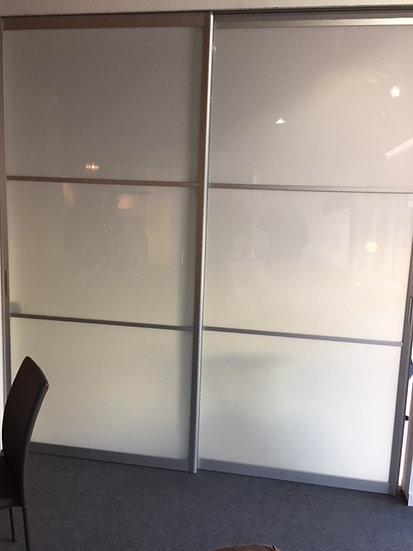 Porta rimadesio in alluminio vetro opalino larga 245 alta 270