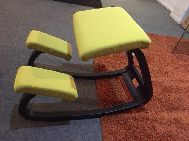 sedia ergonomica variable vari colori  di tessuto e struttura