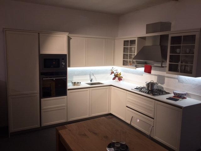 Cucina snaidero frame laccata piuma con piano top in dekton