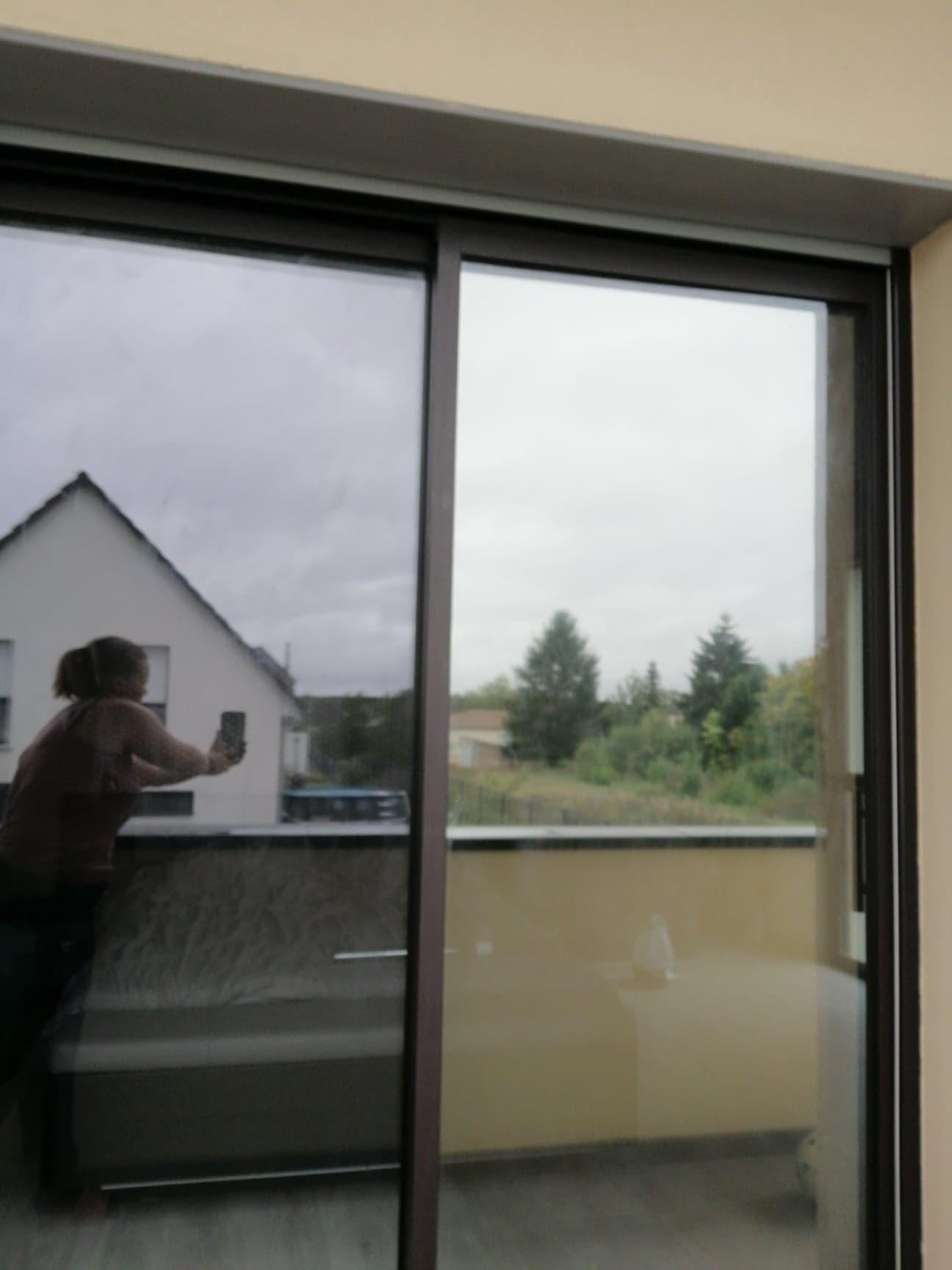 Film miroir sans tain vue de l'extérieur avant/après